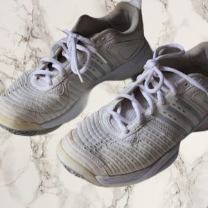adidas white sneakers size 7 walking shoes